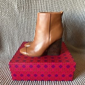 Tory Burch Grove Bootie // Royal Tan // Size 8
